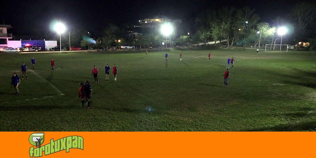 Campo de la Ochoa estrenó nuevo sistema de alumbrado