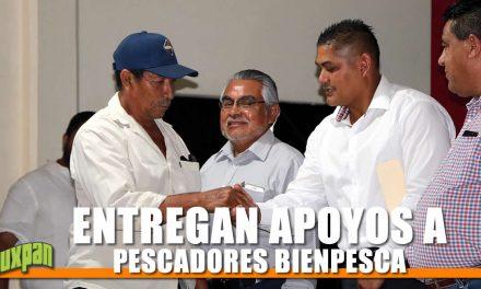 ENTREGAN APOYOS A PESCADORES BIENPESCA