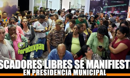 Pescadores Libres se manifiestan en Presidencia Municipal